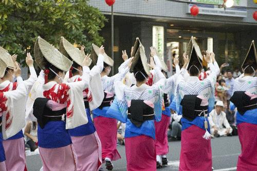 阿波踊りの女性の画像