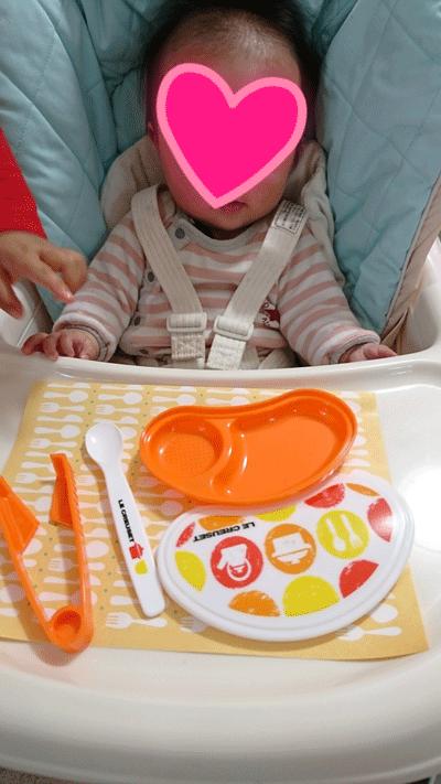 こどもちゃれんじの無料資料請求で届いたカワイイ離乳食セットと赤ちゃんの写真